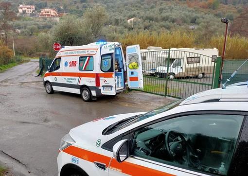 Imperia, anziano cade da un muretto a Castelvecchio: trasportato dalla Croce Bianca in ospedale
