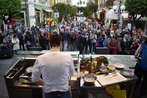 Aromatica, il calamaro e le dodici erbe di Andrea Masala: lo chef di Noli protagonista sabato della cena a 4 mani e di un cooking show