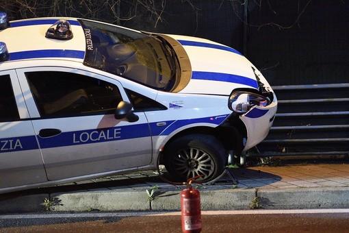 Sanremo: stanno meglio i due agenti della Municipale finiti ieri fuori strada in via Pietro Agosti
