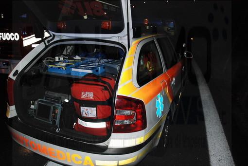 Vallecrosia: finiscono con l'auto contro il muro, due giovani portati in ospedale. Non sono gravi