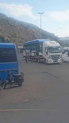 Pontedassio: via due autobus a idrogeno dal deposito della Riviera Trasporti