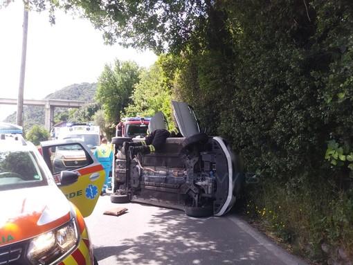 Camporosso: auto si ribalta in corso Repubblica, mobilitazione di soccorsi
