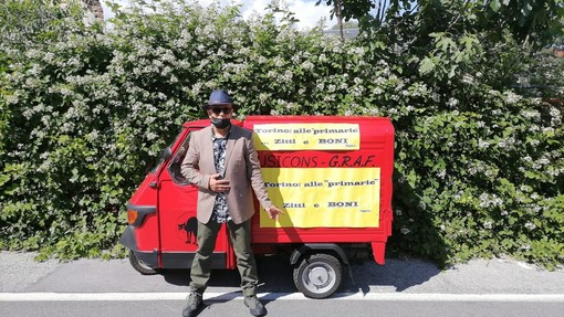 A bordo di un'Ape rossa da Imperia a Torino l'avventura di Gian Piero Buscaglia per sostenere le primarie del centro-sinistra (foto)