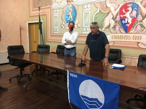 Il sindaco Chiappori e il vicesindaco Za Garibaldi durante la cerimonia del 2020