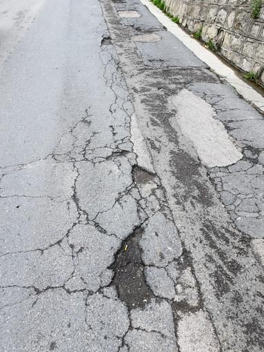 Sanremo: buche in strada Borgo Tinasso, la segnalazione con foto di un residente