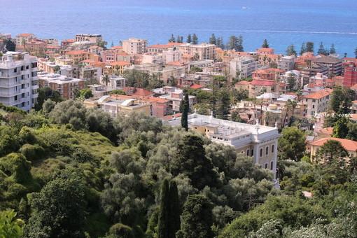 Bordighera: fino al 30 agosto chiuso il lato mare di via Al Mercato e piazza Garibaldi per ampliare i dehors