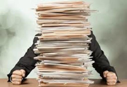 Il covid aumenta anche la burocrazia, in meno di un anno 450 leggi