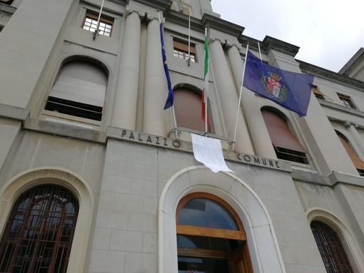 Imperia: anniversario della strage di Capaci, esposto un lenzuolo bianco sulla facciata del comune