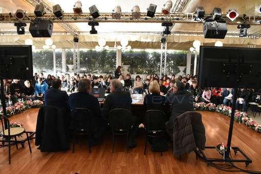 Sanremo: i ragazzi della scuola Secondaria della 'Nobel' ieri al convegno sul problema del cyberbullismo