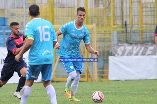 Alex Gagliardini in azione con la maglia della Sanremese (foto Fabio Pavan)
