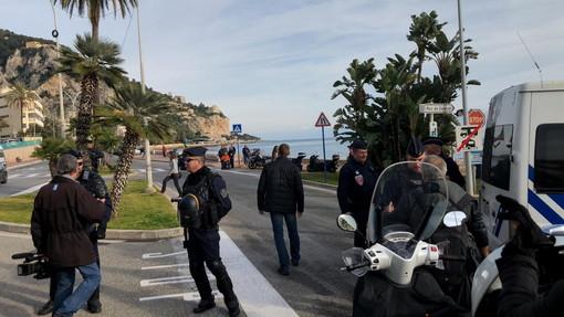 Ventimigla: inaspriti i controlli francesi al confine, molti pendolari 'ostaggio' in territorio transalpino (foto e video)