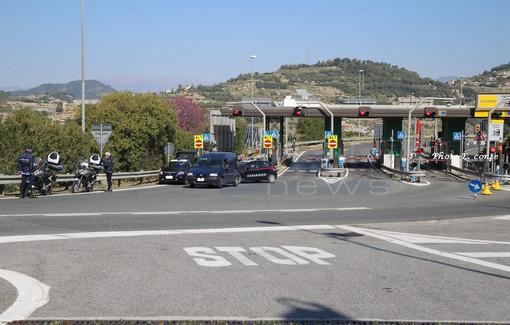 Emergenza Coronavirus: controlli serrati al casello autostradale ed in città a Bordighera, oggi 5 sanzioni (Foto)