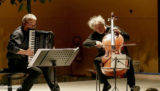 Cervo: pubblico attento e qualificato ieri sera per il concerto di Mario Brunello (foto)