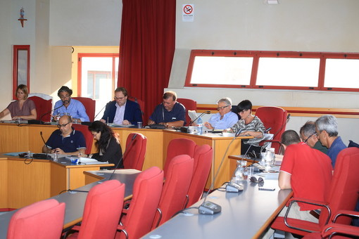 Il Consiglio Comunale di Taggia approva il conferimento di Se.Com. in Rivieracqua, il salvataggio offre garanzie sui crediti ma non sarà indolore per i cittadini