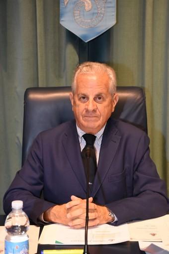 Imperia: il sindaco Scajola firma l'ordinanza contro l'abbandono delle deiezioni canine, si rischia fino a 500 euro di multa