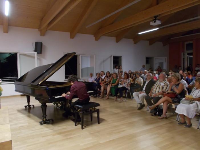 Ventimiglia: tante persone per ascoltare il giovane talento del piano Fulvio Nicolosi