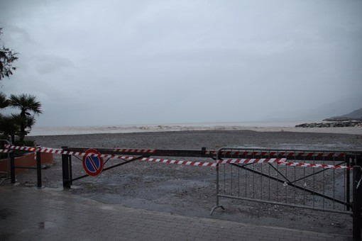 Ventimiglia: il Sindaco ha firmato l'ordinanza, solo in estate ma la foce del Roya sarà un parcheggio