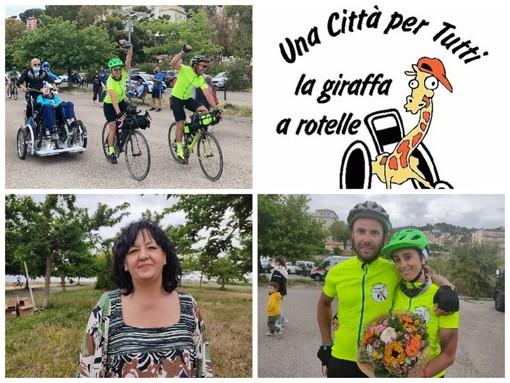Imperia, grande solidarietà per la 'Giraffa a rotelle': sei mila euro raccolti da Martina e Lorenzo che hanno percorso mezza Italia in bici
