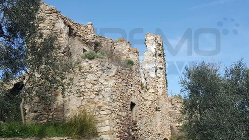 Viaggio nelle frazioni di Imperia: visita a Costa Rossa, l'antica contrada posta in posizione strategica sul crinale che sovrasta Oneglia (foto)