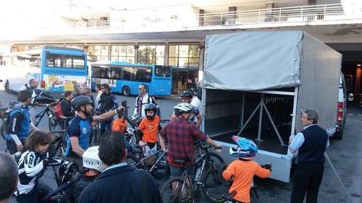 Bordighera: progetto dell'Amministrazione, un pullmino con carrello portabiciclette per il turismo outdoor