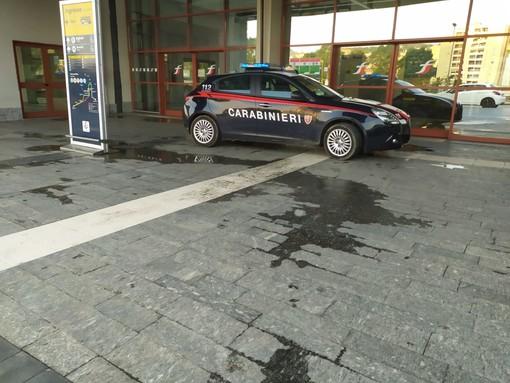 Imperia, straniero dà in escandescenze in stazione: intervengono i carabinieri