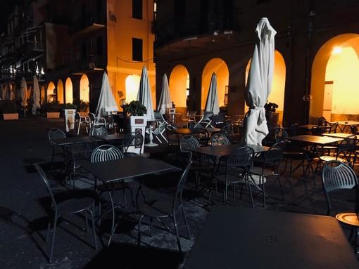 Chiusura di bar, ristoranti e scuole: ma ha veramente senso visti gli assembramenti che si registrano ovunque?