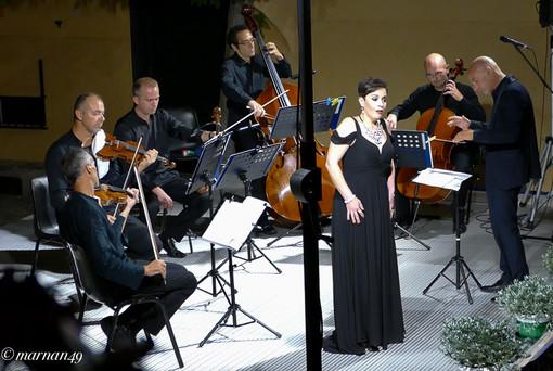 Cervo: successo di pubblico per il concerto di Gabriella Costa e del Quintetto d'Archi dell'Orchestra Sinfonica di Sanremo (foto)
