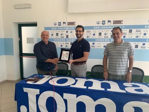 Gianni Berrino riceve un riconoscimento dal Sanremo Rugby per la collaborazione turistica con la società e per lo spirito rugbistico