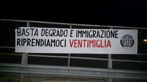 CasaPound a Ventimiglia dice basta al degrado e all'immigrazione con uno striscione