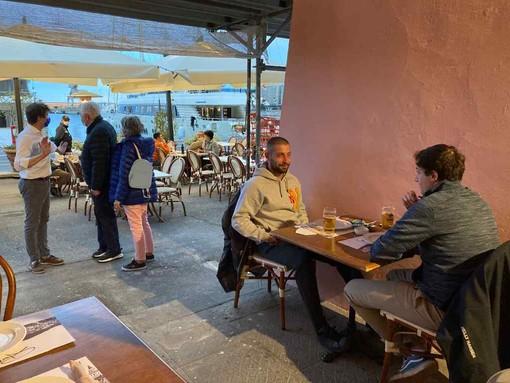 Imperia: pochi clienti al ristorante alla riapertura a cena, maltempo e coprifuoco non aiutano (foto)