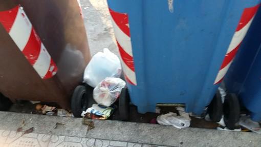 Sanremo, degrado in via Galileo Galilei: la segnalazione di una nostra lettrice (foto)