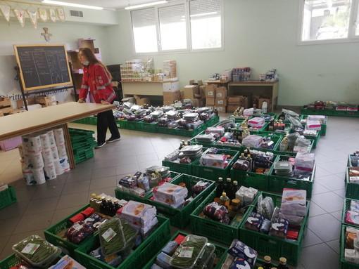 Emergenza sociale a Bordighera: grande afflusso presso la CRI per ritiro pacchi alimentari