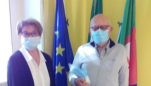 Coronavirus, il Rotary Club di Sanremo dona 500 euro e mascherine al comune di Vallecrosia, i ringraziamenti dell'amministrazione