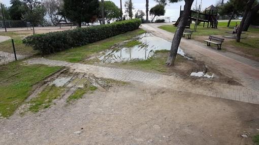 Sanremo: area cani a San Martino piena di pozzanghere, la segnalazione con foto di un lettore