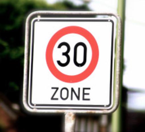 Velocità ridotta a 30 chilometri nei centri abitati, Alcune considerazioni di un motociclista