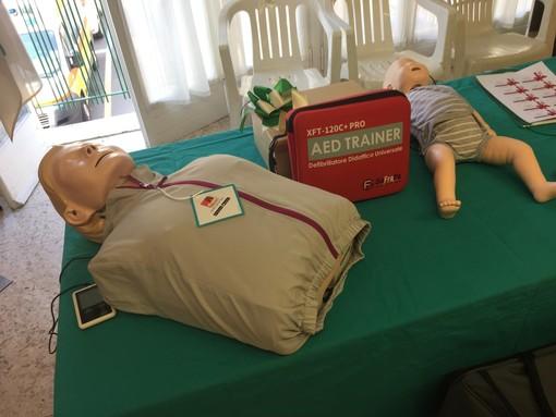 Ventimiglia, il Lions Club dona alla Croce Verde Intemelia tre manichini per l'addestramento del personale