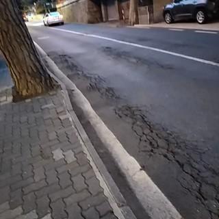 Sanremo: dissesto strada e marciapiede di via Padre Semeria (foto), un'interpellanza di Luca Lombardi (FdI)