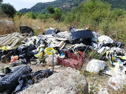 Le immagini della discarica lungo il Roja
