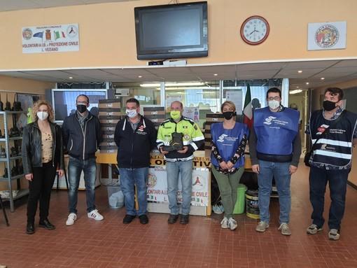 Ventimiglia, l'Aceb dona 23 paia di scarponi agli 'angeli del fango' della protezione civile (foto)