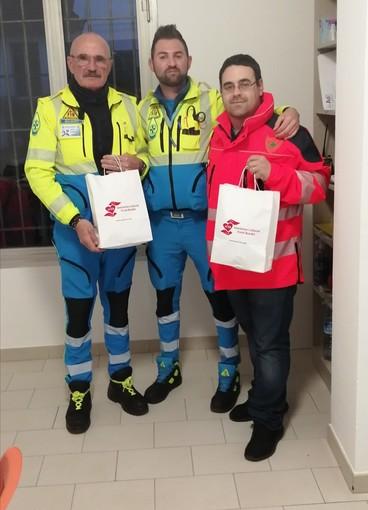 Coronavirus, l'Aceb dona 25 mascherine alla Croce Azzurra di Vallecrosia e 25 alla Verde di Ventimiglia (Foto)