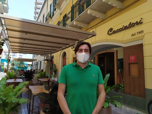 """Coronavirus, primo weekend di movida, ecco le regole per aperitivi e cene, Calvi: """"Fondamentale distanza di un metro"""" (Video)"""