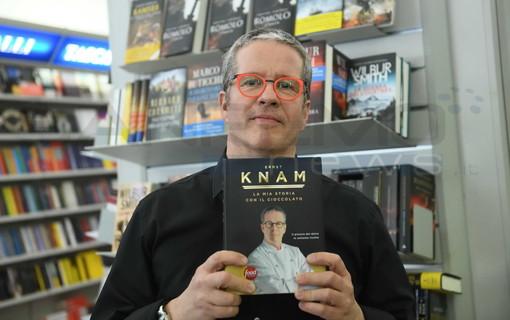 #Sanremo2019: Ernst Knam alla libreria Mondadori, le foto di Tonino Bonomo