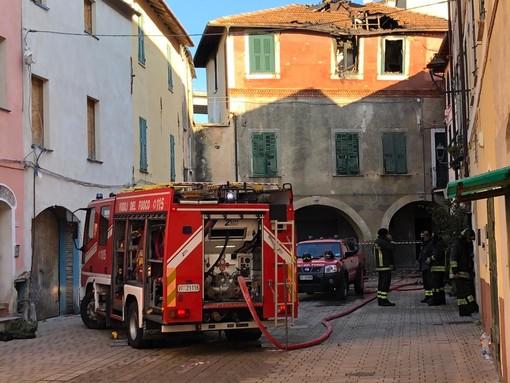 San Bartolomeo al Mare, esplode bombola di gpl: due feriti trasportati al 'Santa Corona' di Pietra Ligure (foto)