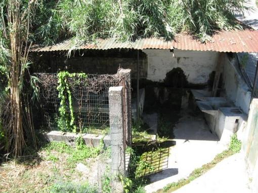 Imperia: a Clavi una fontana storica abbandonata