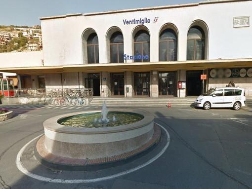 Ventimiglia: dà in escandescenze sulla piazza della Stazione, 30enne marocchino rimpatriato dalla Polizia