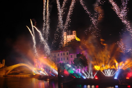 Dolceacqua: dopo l'annullamento dello scorso anno torna la magia dei fuochi d'artificio sul Castello