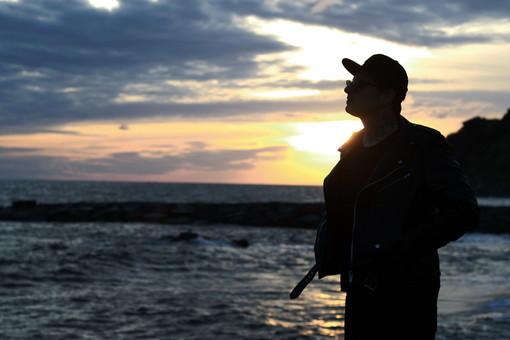 'Mente', il singolo d'esordio intimo e notturno del cantautore imperiese Fab (video)