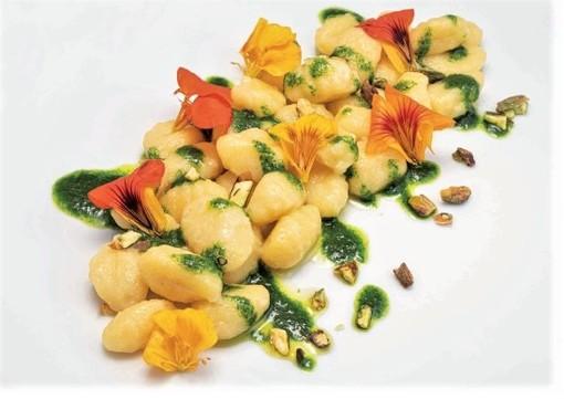 Cucina con i fiori: il 6 novembre una cena speciale al ristorante albergo Da Gin Castelbianco