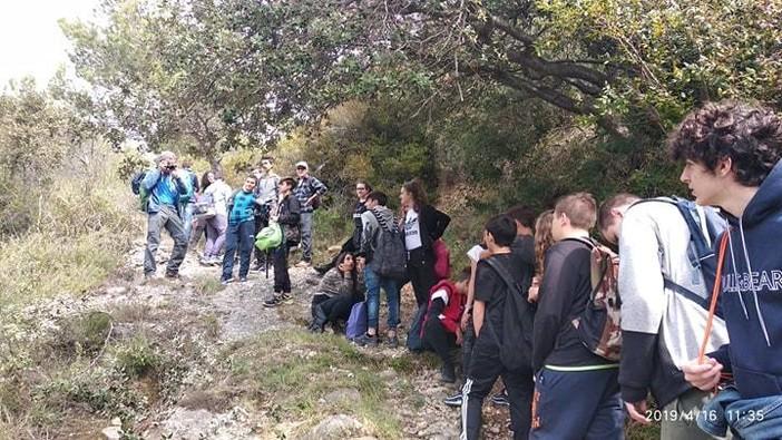 Quattro soci del CAI di Bordighera guidano bambini e ragazzi alla scoperta del territorio