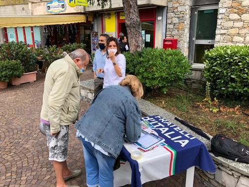 Ignazio La Russa e Francesco Lollobrigida nei gazebo della Liguria. I vertici del Partito di Giorgia Meloni in piazza con i liguri